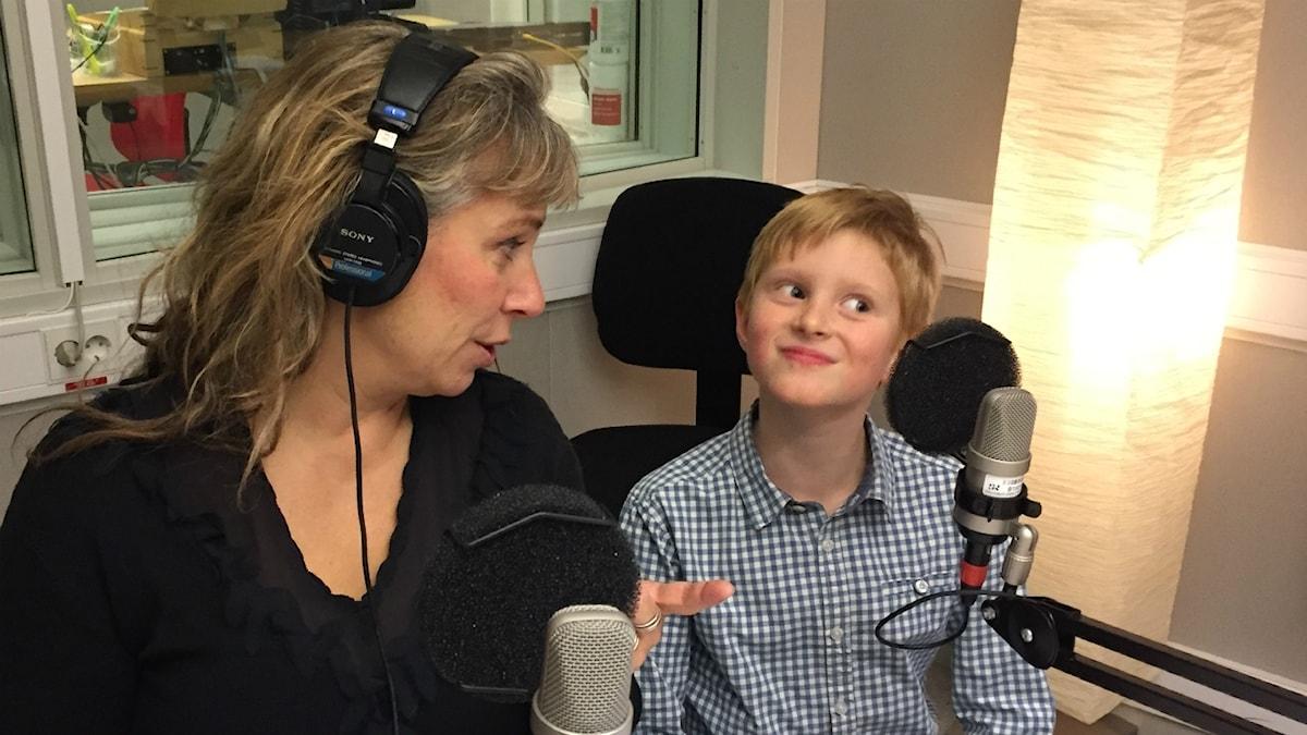 Stinas återträff med Gustaf, nu 7 år. Foto: Johanna Fellenius/ SR.