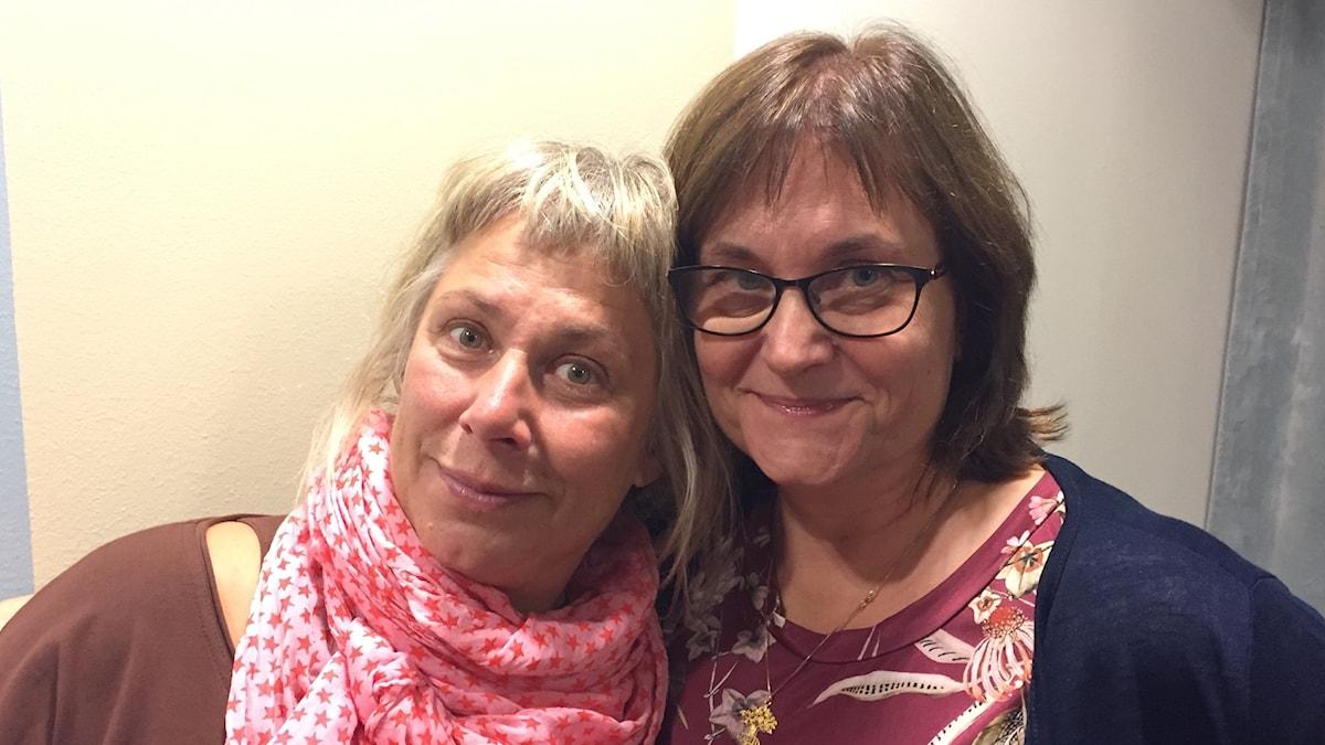 Stina Wollter med Lena Andersson Nazzal, gäst i Söndagarna med Stina Wollter. Foto: Johanna Fellenius / SR.