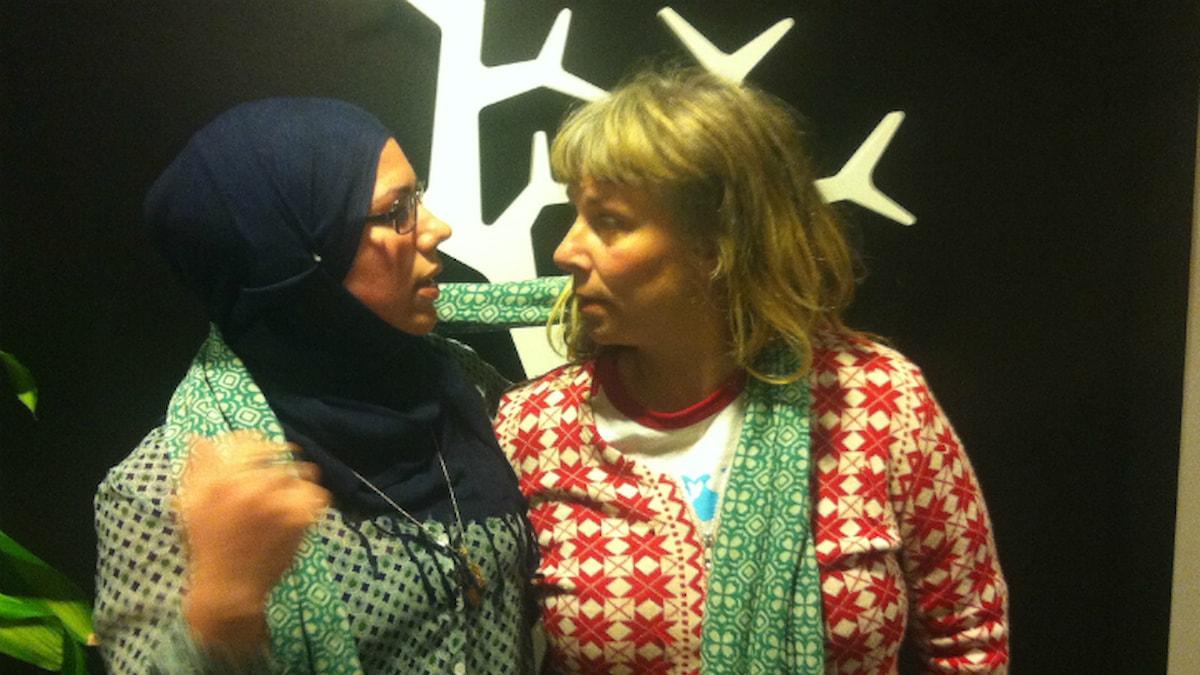 Fazeela och Stina. Foto: Lisa Wollter / SR.