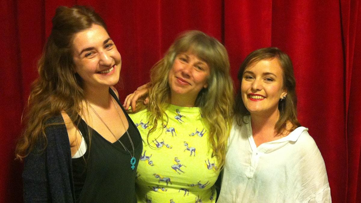 Amanda, Stina och Sandra vid studion i Uppsala. Foto: Lisa Wollter / SR