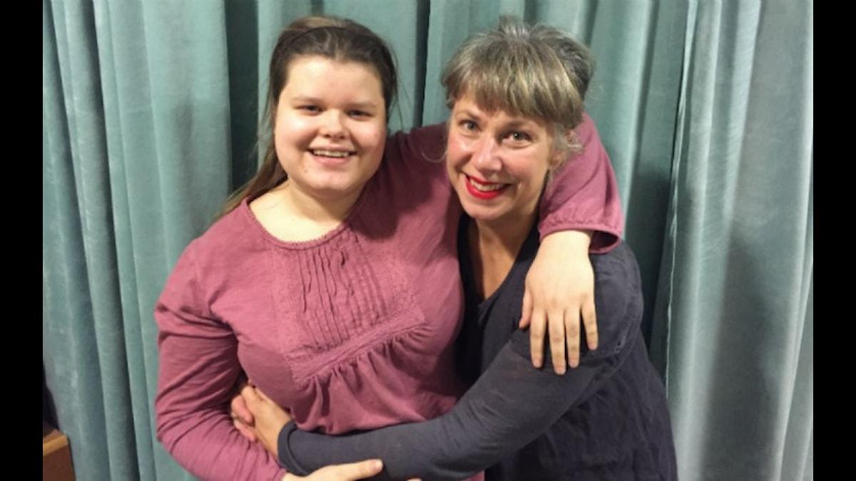 Ester och Stina. Foto: Johanna Fellenius / SR.