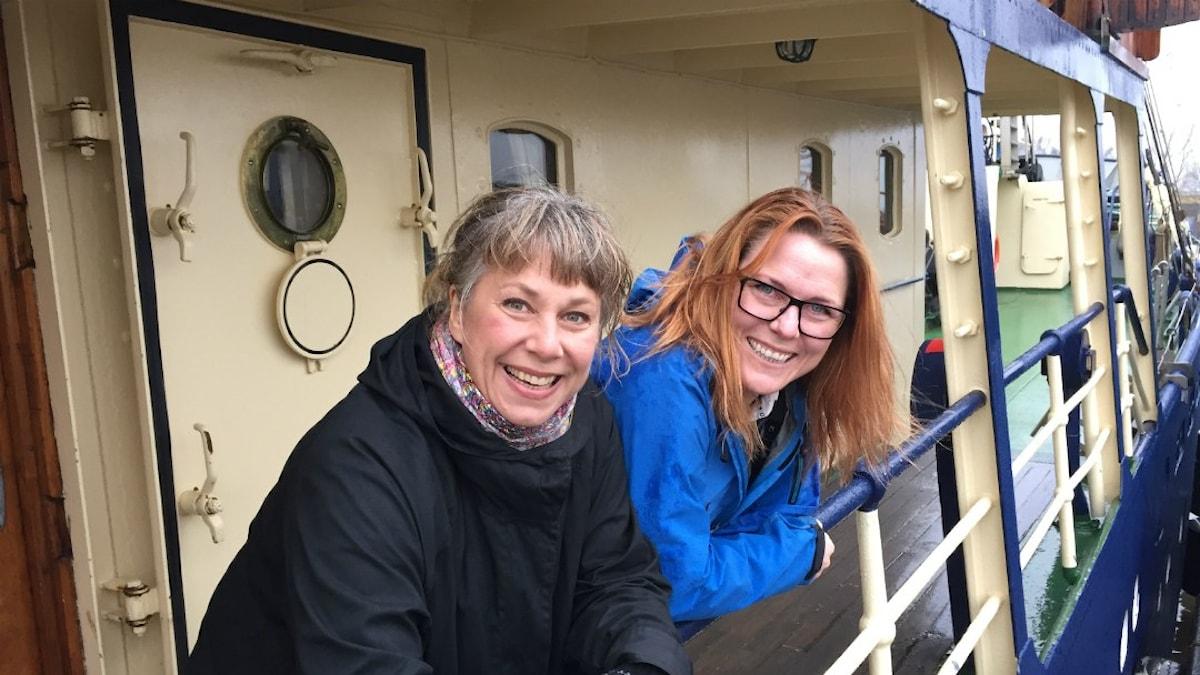 Stina och Pernilla ombord på M/S Stockholm af Göteborg. Foto: Johanna Fellenius / SR.