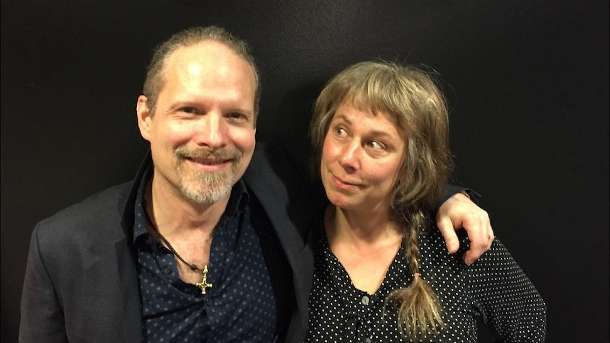 Ulf Sandström och Stina Wollter. Foto: Johanna Fellenius / SR.