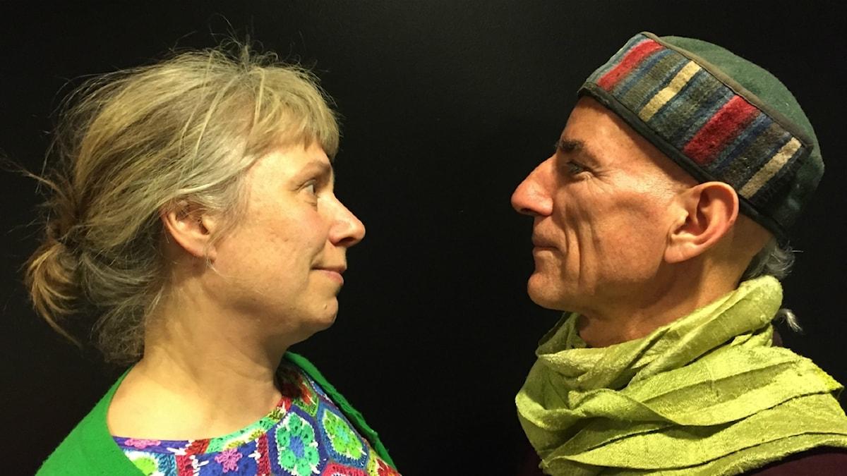 Stina och söndagens gäst Pêl Rostam. Foto: Johanna Fellenius / SR.