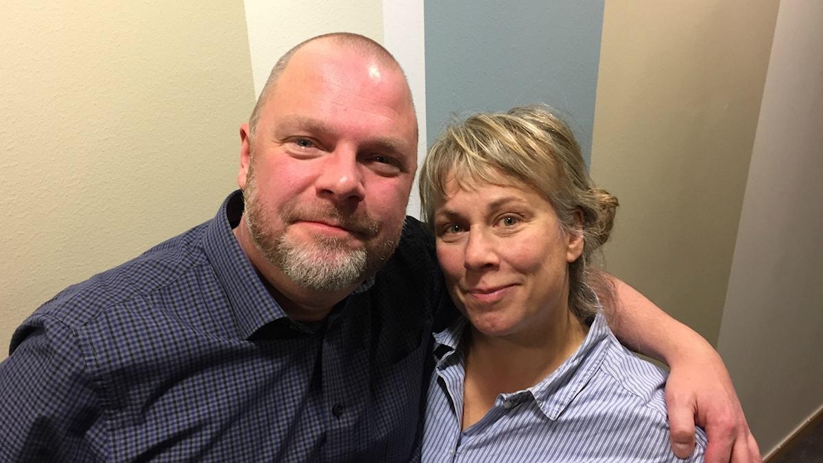 Söndagens gäst Johan Olsson och Stina Wollter. Foto: Johanna Fellenius / SR.