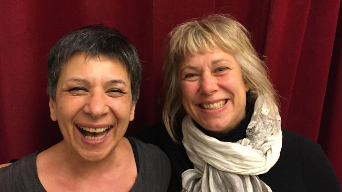 Söndagens gäst Roya Razani med Stina Wollter. Foto: Johanna Fellenius / SR.