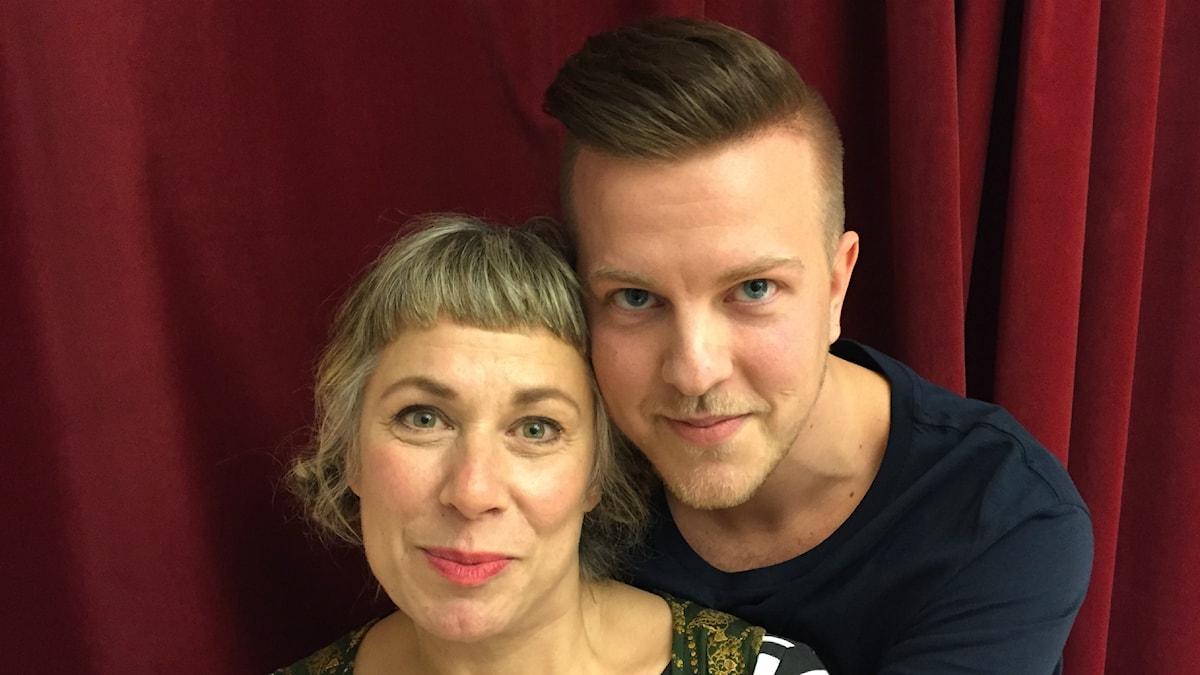 Stina och söndagens gäst Anton. Foto: Johanna Fellenius / SR.