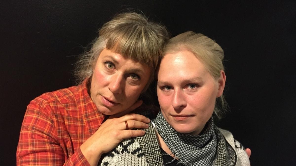 Stina och söndagens gäst Jonna. Foto: Johanna Fellenius / SR.