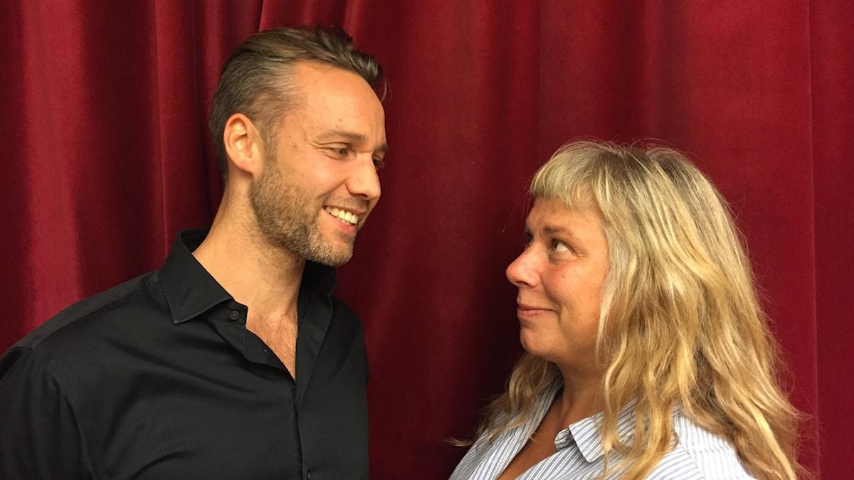 Jack Lidback på besök hos Stina Wollter. Foto: Johanna Fellenius / SR.