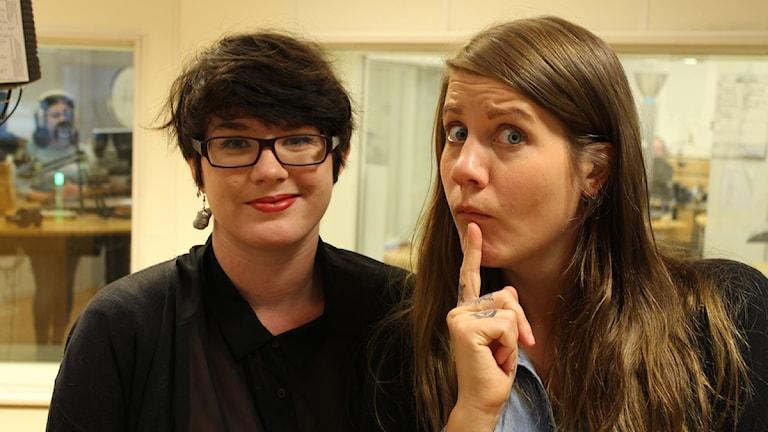 Anna Hultman som är freudiansk expert och Emma Knyckare som är freudiansk feltänkare. Foto: Anna Emanuelsson/Sveriges Radio