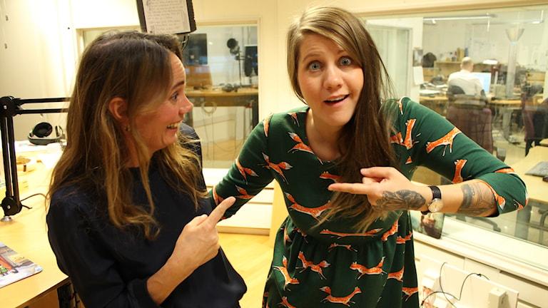 Emma Knyckare och författaren Gabriella Håkansson Foto: Anna Emanuelsson/Sveriges Radio