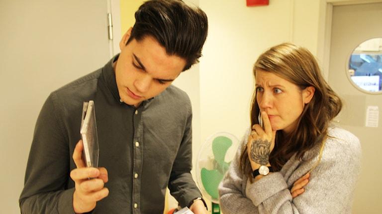 ATT välja eller inte välja, med Oscar Zia och Emma Knyckare. Foto: Anna Emanuelsson/Sveriges Radio