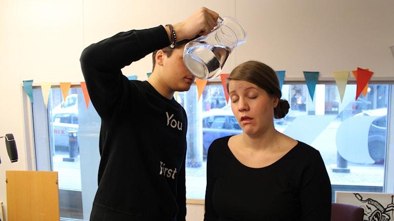 Att hålla sig vaken är något man kan behöva hjälp med. Foto: Anna Emanuelsson/Sveriges Radio