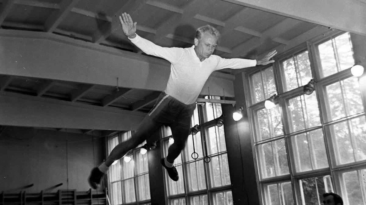 Konstantin Feoktisov tränar för viktlöshet 1964. Tränade de viktlöst gråtande också? foto: Pressensbild