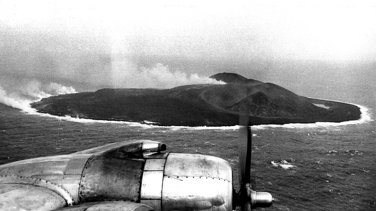 En flygbild på en nyfödd ö från januari 1966. foto: Pressens Bild/TT