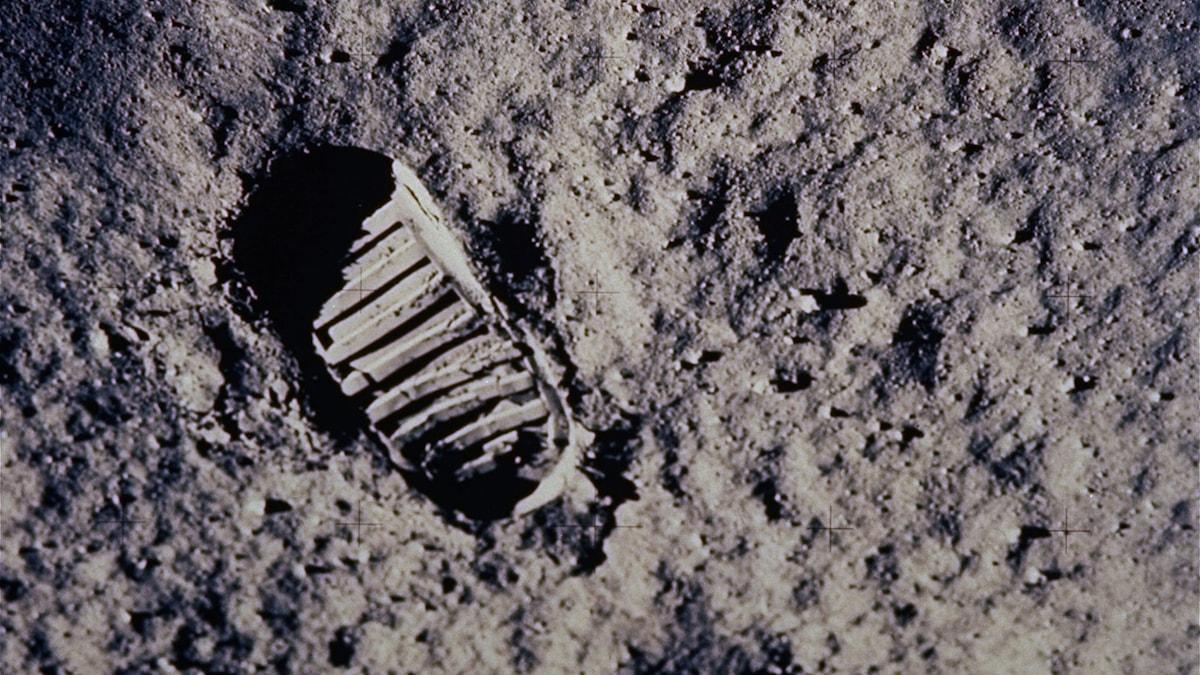 Senast någon var på månen var 1972. Då kunde de se detta spår som är från 1969. foto: Nasa