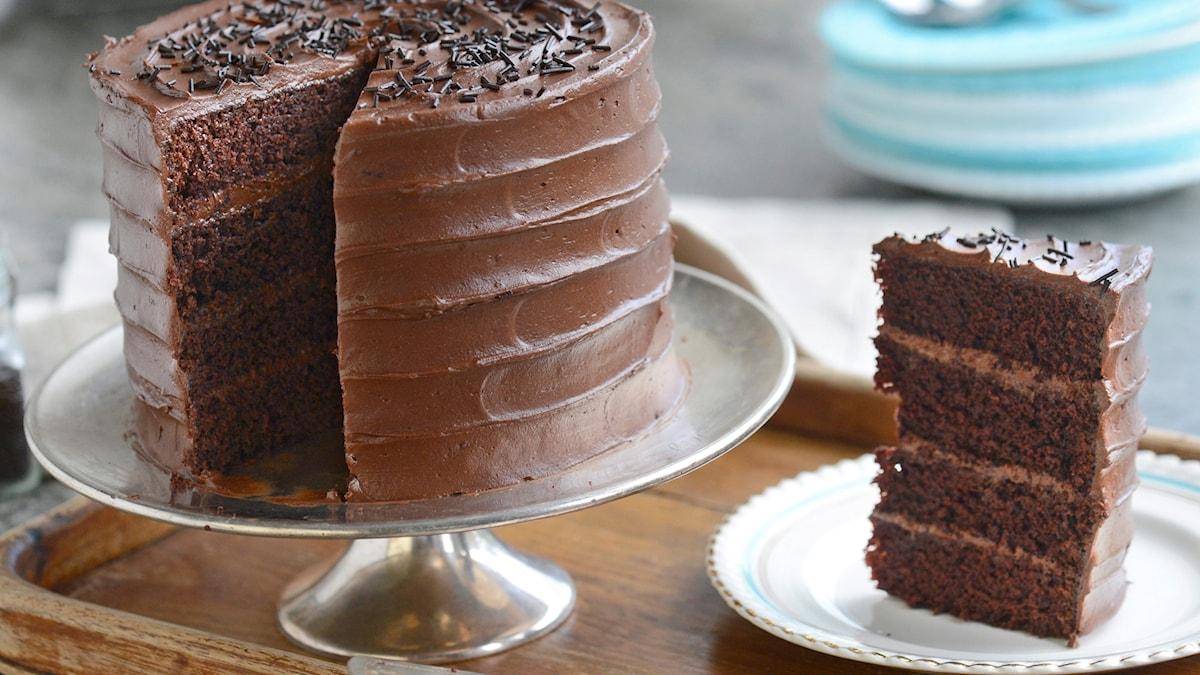Mörk choklad innehåller en viss typ av ämne, polyfenol, som forskare tror ligger bakom den lugnande effekten som choklad ger.
