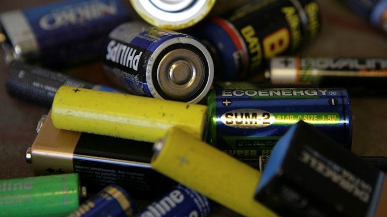 Forskare har utvecklat ett batteri som när man lägger det i vatten kan det lösa upp sig och försvinna.