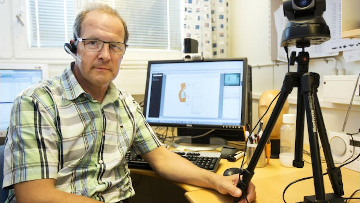 Michael Axelsson kombinerar sitt biologiintresse med ett stort teknikintresse. Foto: Göteborgs universitet