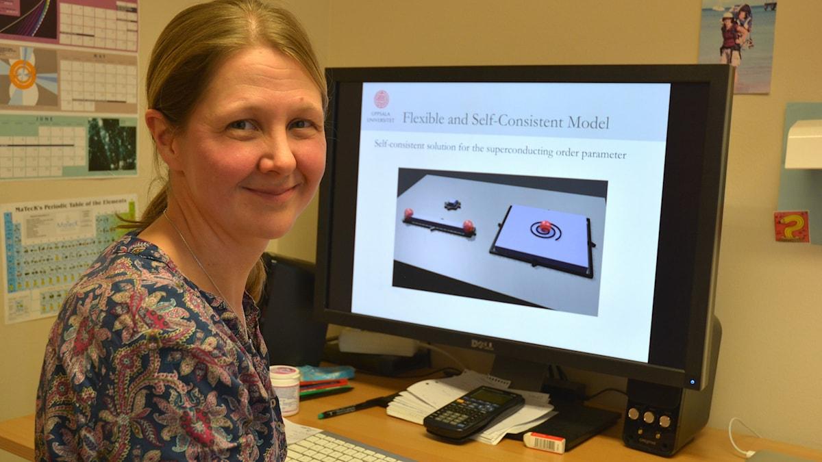 Annica Black-Schaffer i arbetsrummet på Uppsala universitet. Foto: Niklas Zachrisson/Sveriges Radio