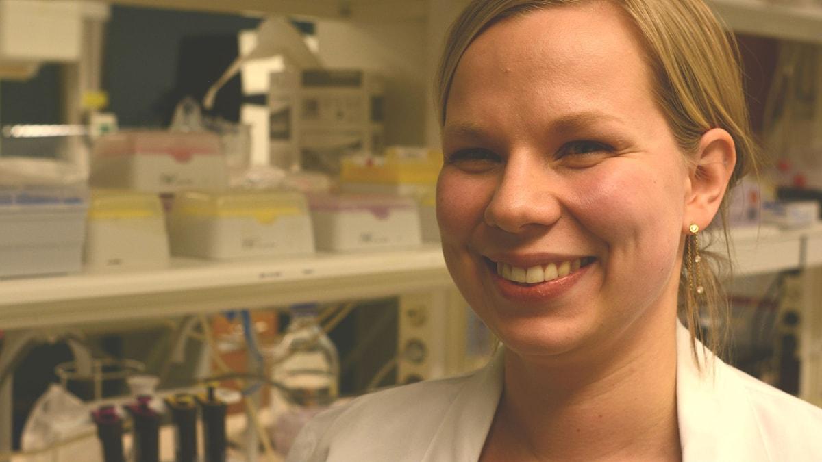 Kristiina Tammimies i labbet på Karolinska institutet. Foto: Niklas Zachrisson/Sveriges radio