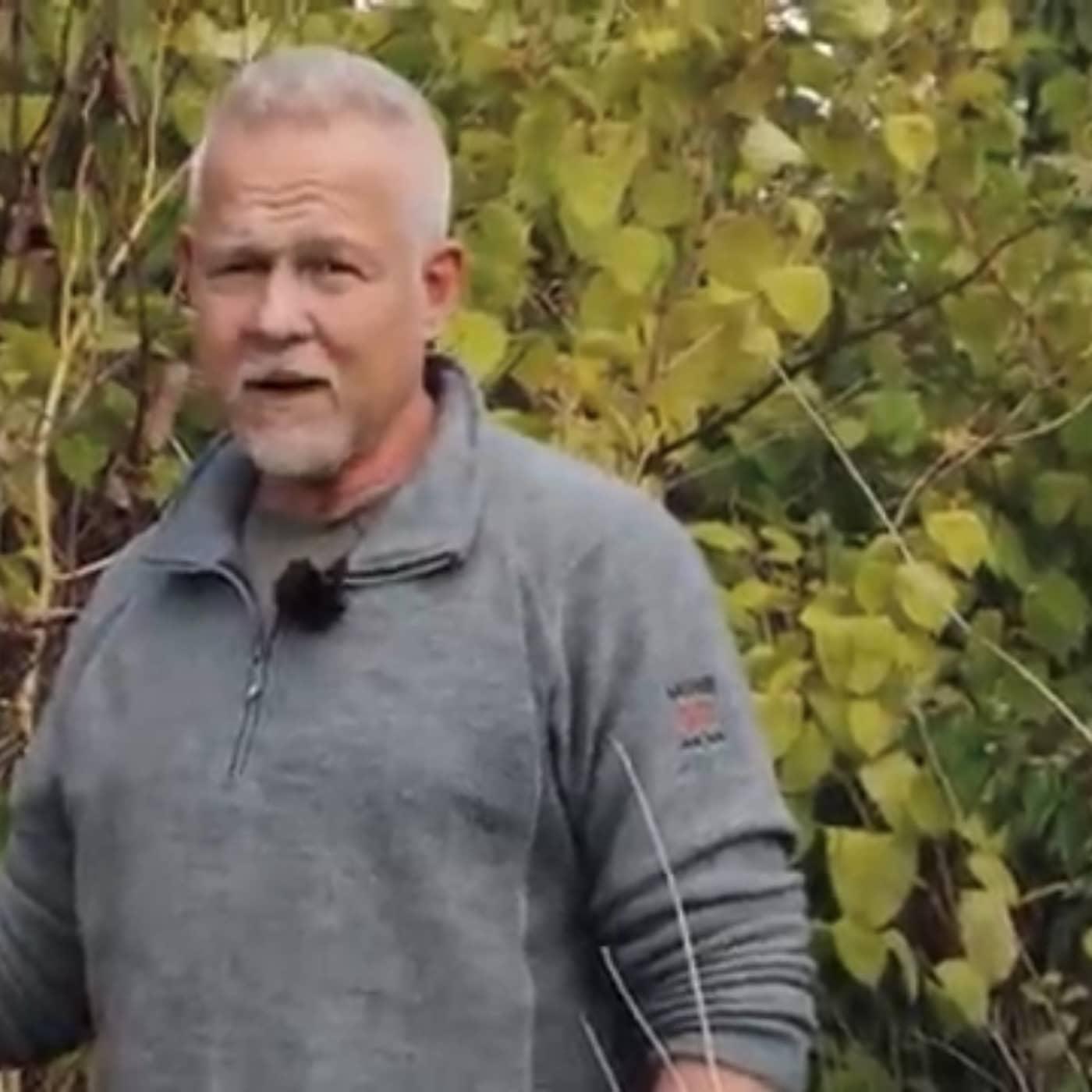 Han leder kampen mot invaderande sniglar och husknäckande träd