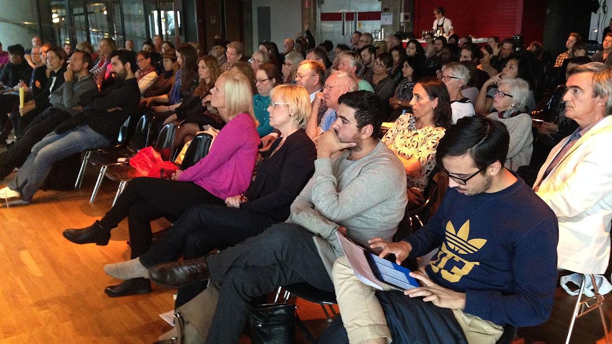 P1 Debatt. Eftersnack med publiken på Kulturhuset. Foto: Sveriges Radio.
