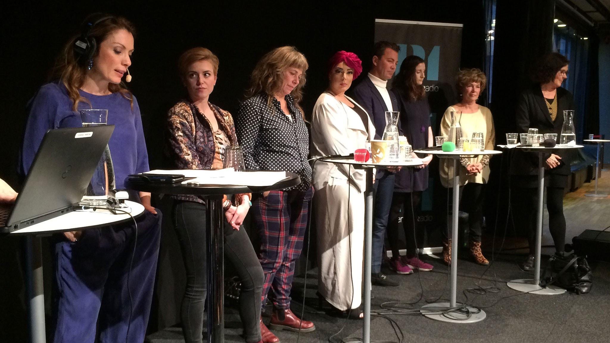 Alexandra Pascalidou med debattpanelen.