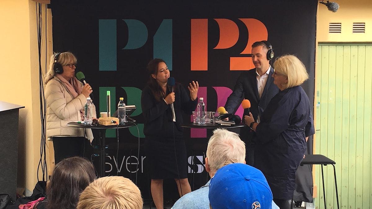 Helena Groll modererar ett samtal om Faktiskt.se i Almedalen. I debatten möttes Expressens kulturchef Karin Olsson, Ekotchefen Olle Zachrison och mediestrategen Brit Stakston.
