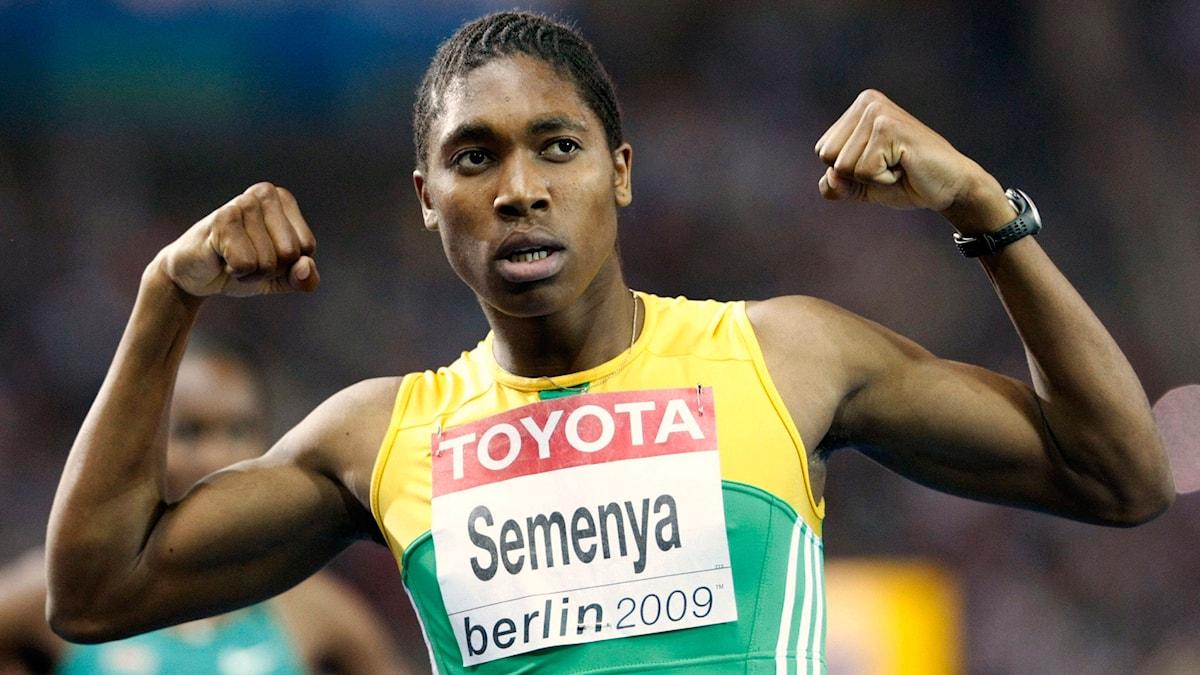 Caster Semenya efter att ha vunnit VM-guld på 800 meter i Berlin 2009. Foto: Anja Niedringhaus / AP