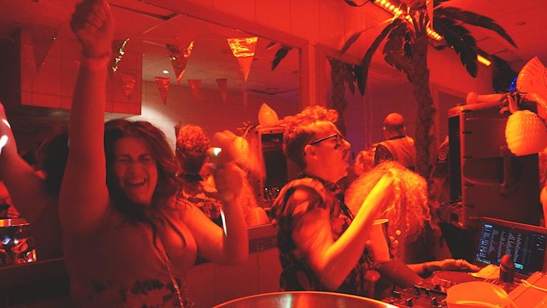 Hur brukar det se ut inne på toaletten när du har fest? Så här ser det ut hos P3 när Ligga med P3 är i farten. Foto: Kalle Kovács