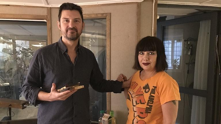 Morgan och Petra firar brunchens dag, med en liten frukost.