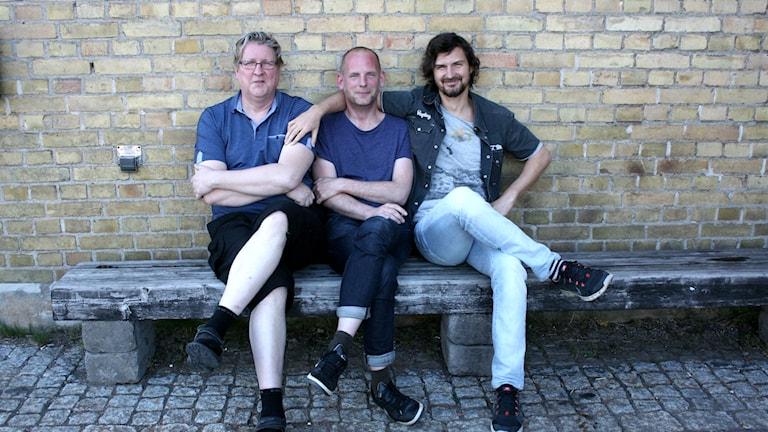 Bengt, Bosse och Morgan på en bänk