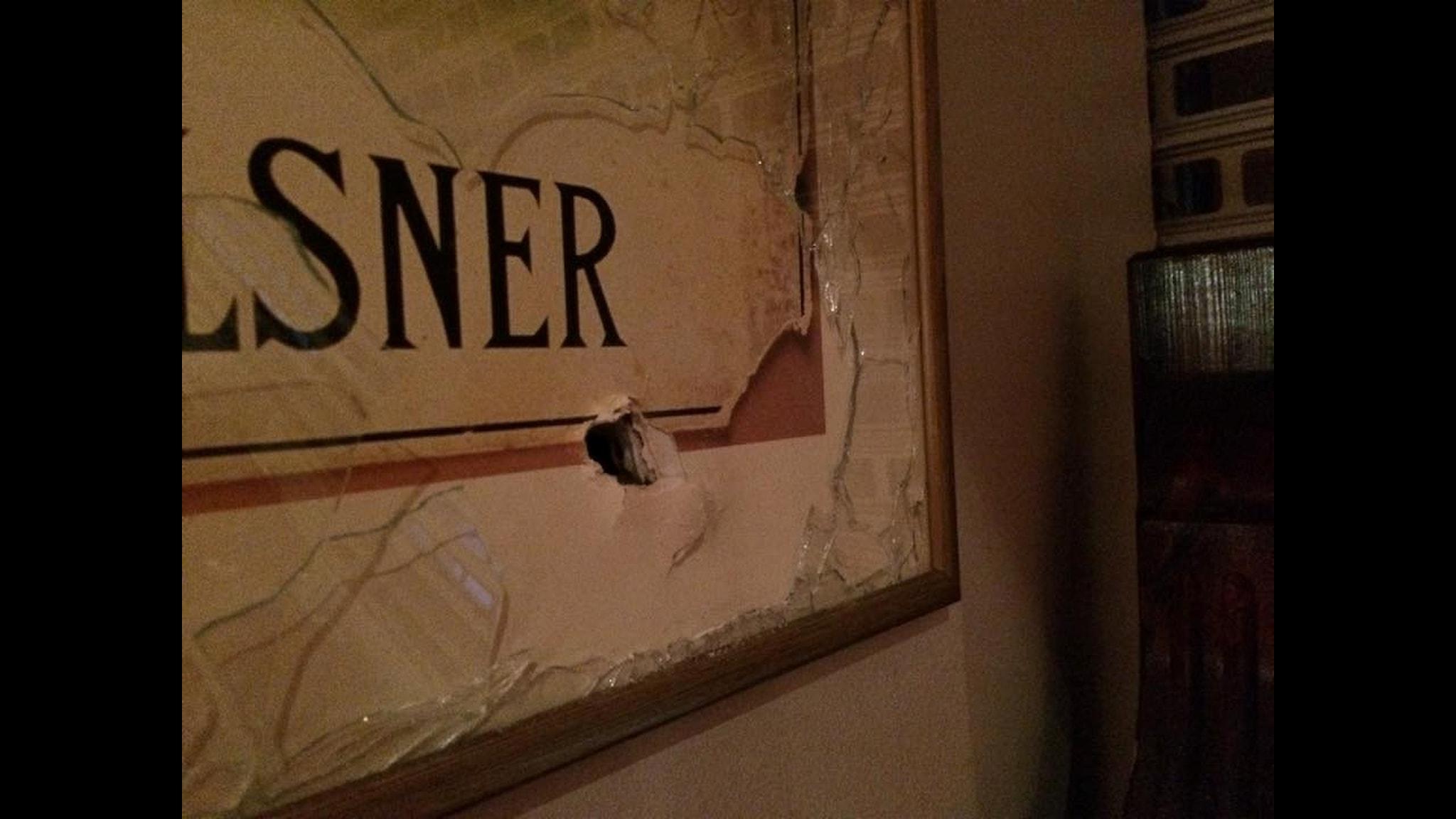 Kulorna ven inne på restaurangen på Vårväderstorget i Göteborg. Petar dödades av en förlupen kula när gängen åter gav sig på varandra.