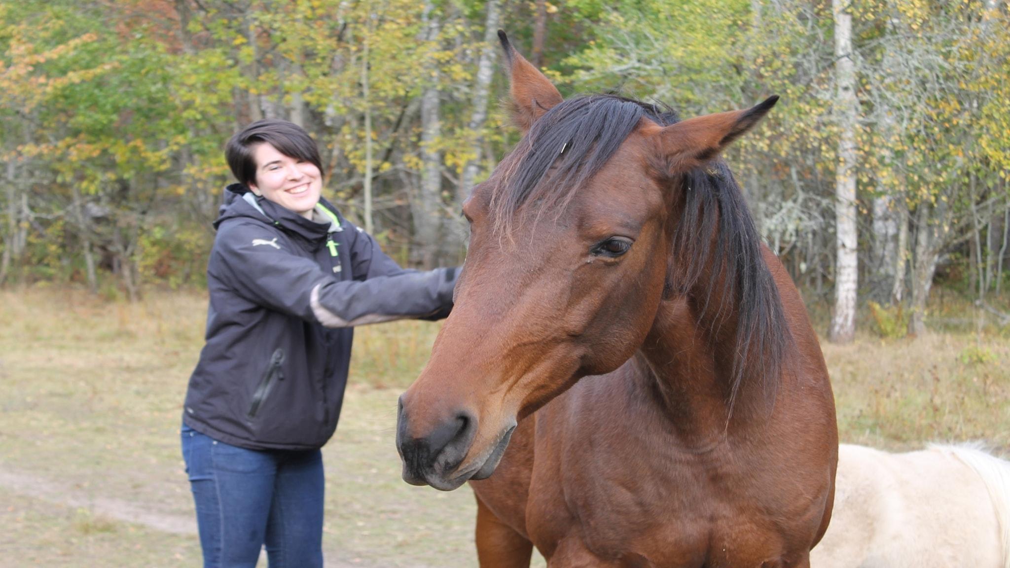 Ridpodden: Klara Forsström med sin häst Liesma.