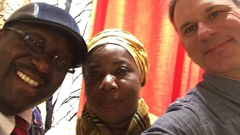 Richard Myrenberg med två kongolesiska hjältar; Solange Kasiba och Roger Buhendwa.