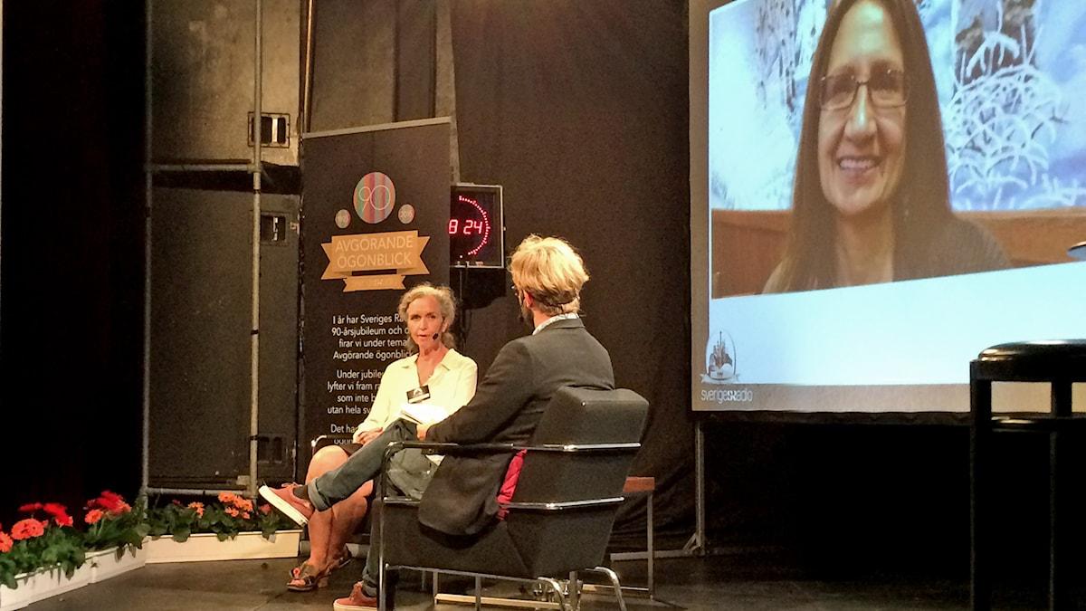 Inger Arenander och Robin Olin på scenen. Foto: Nils Lindstrom/Sveriges Radio.