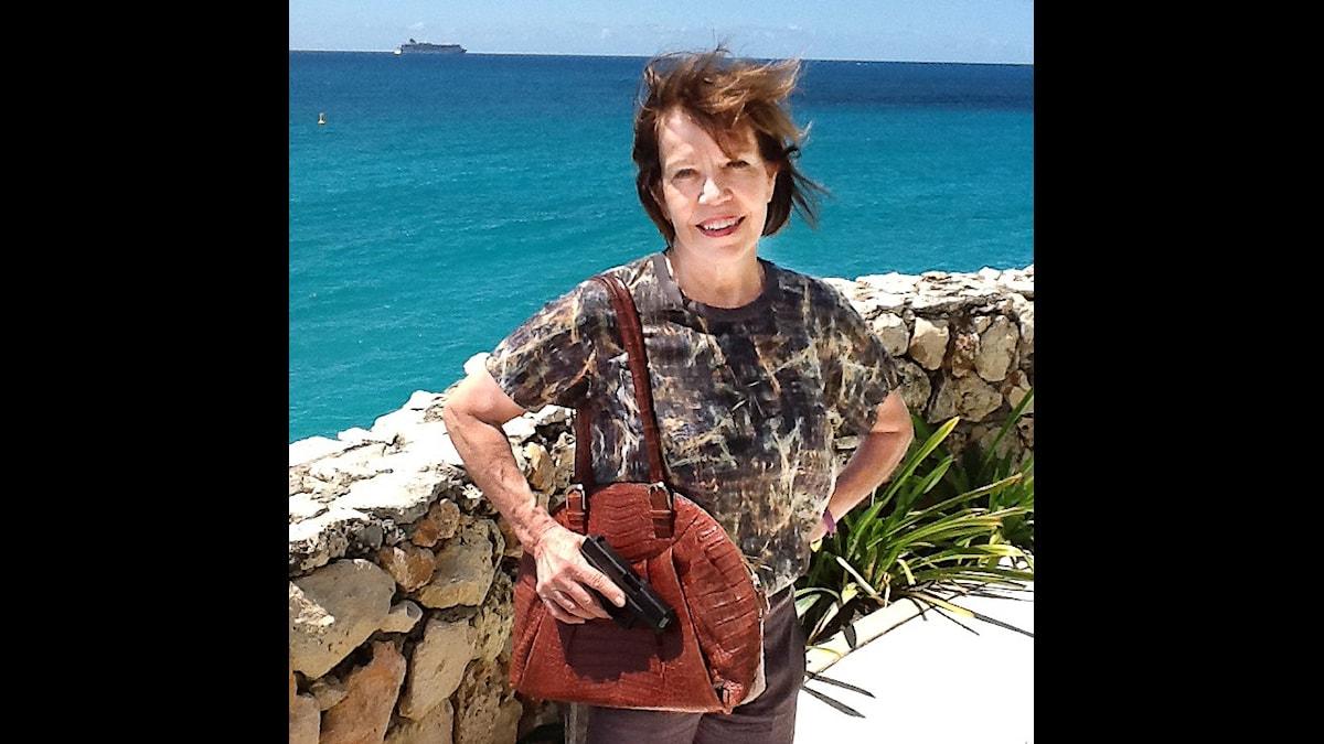 Kate Woolstenhulme tillverkar designväskor med pistolhölster