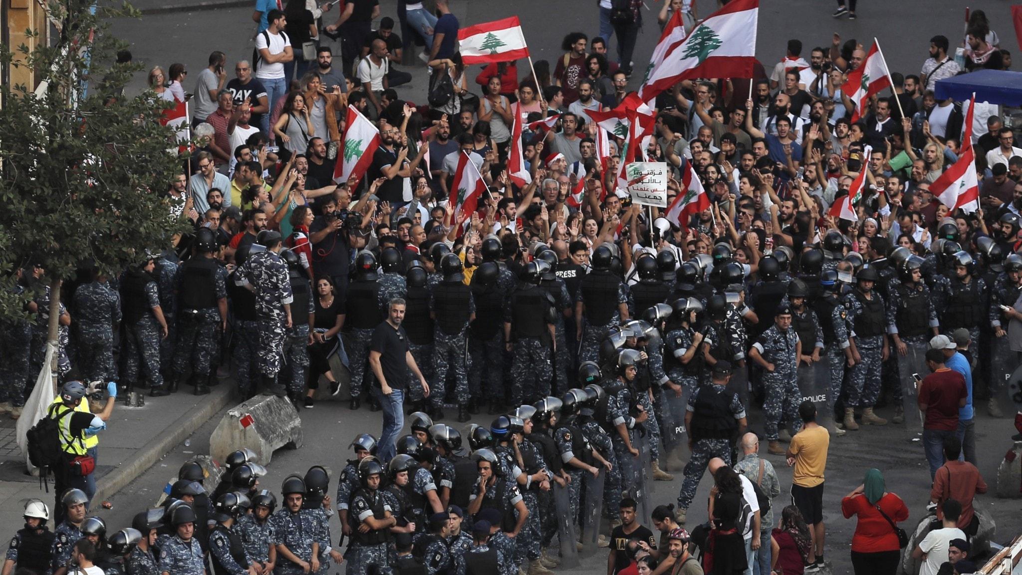 Protesterna som sprider sig - från Beirut till Santiago