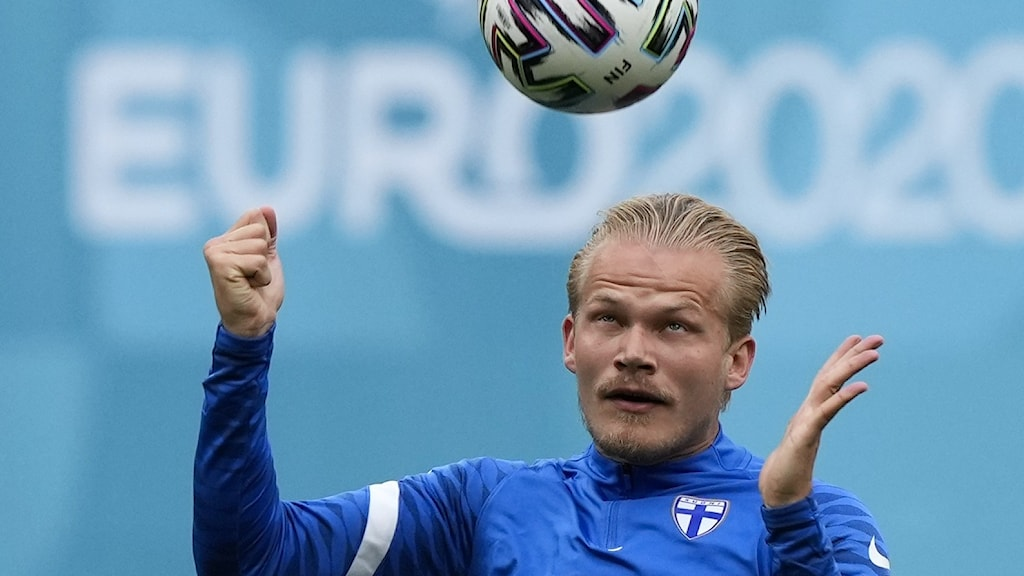 Finska landslagsspelaren Joel Pohjanpalo tränar inför matchen i Köpenhamn mot Danmark.