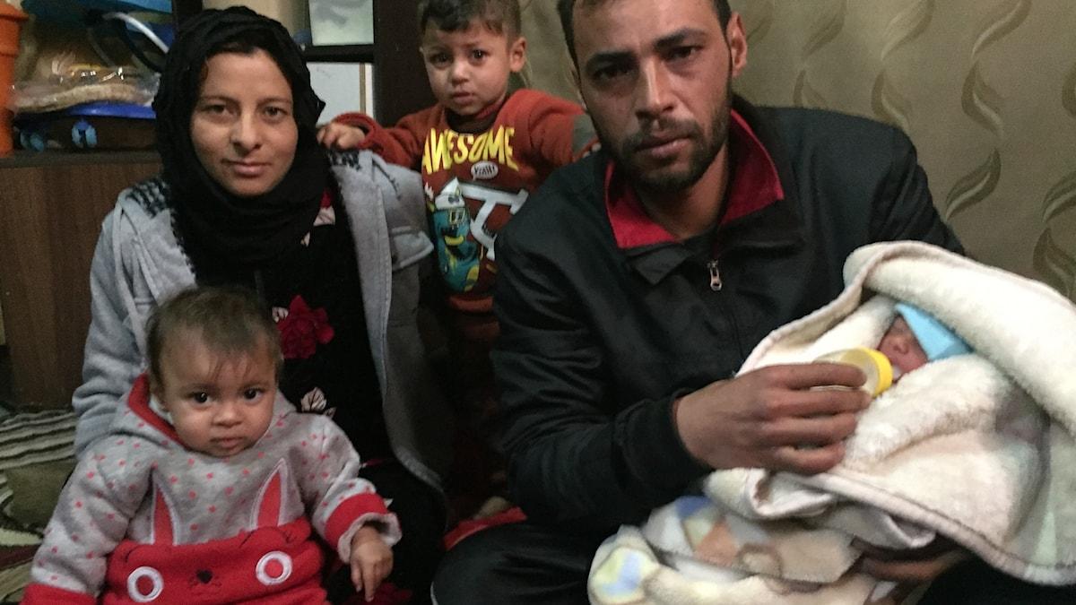 Familjen Mohammed som har flytt Syrien och nu bor i ett läger i Libanon.