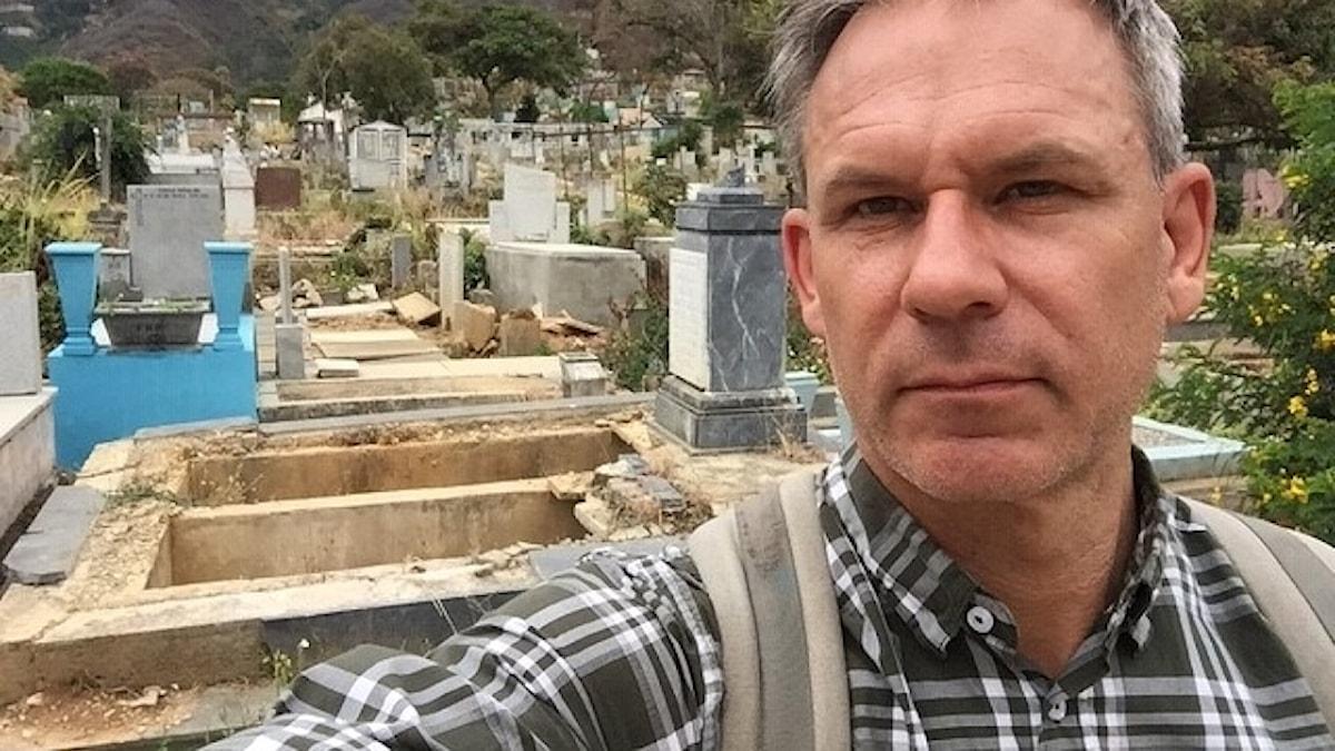 Sveriges Radios Richard Myrenberg på plats i Caracas där gravplundring har blivit ett stort problem.