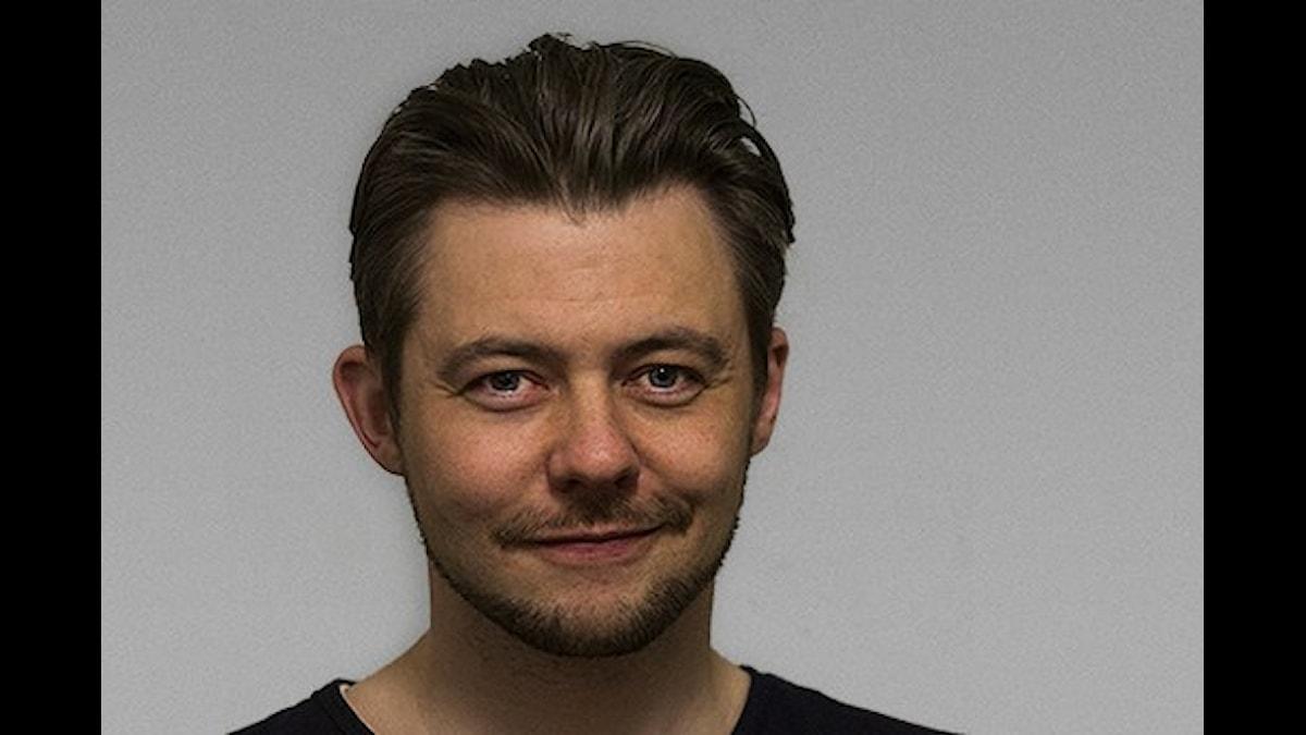 Mikael Berglund författare till radionovellen Vad tänker du göra åt fattigdomen+