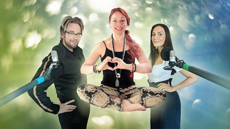 Yogainstruktören Tanja Dyredand svävar framför programledarna Erkki Kuronen och Jasmin Lindberg