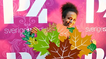 Marika Carlsson vill gärna ha ett löv att gömma sig bakom i omklädningsrummet. I dagens program pratar vi om nakenhet. FOTO: Ronnie Ritterland/SR