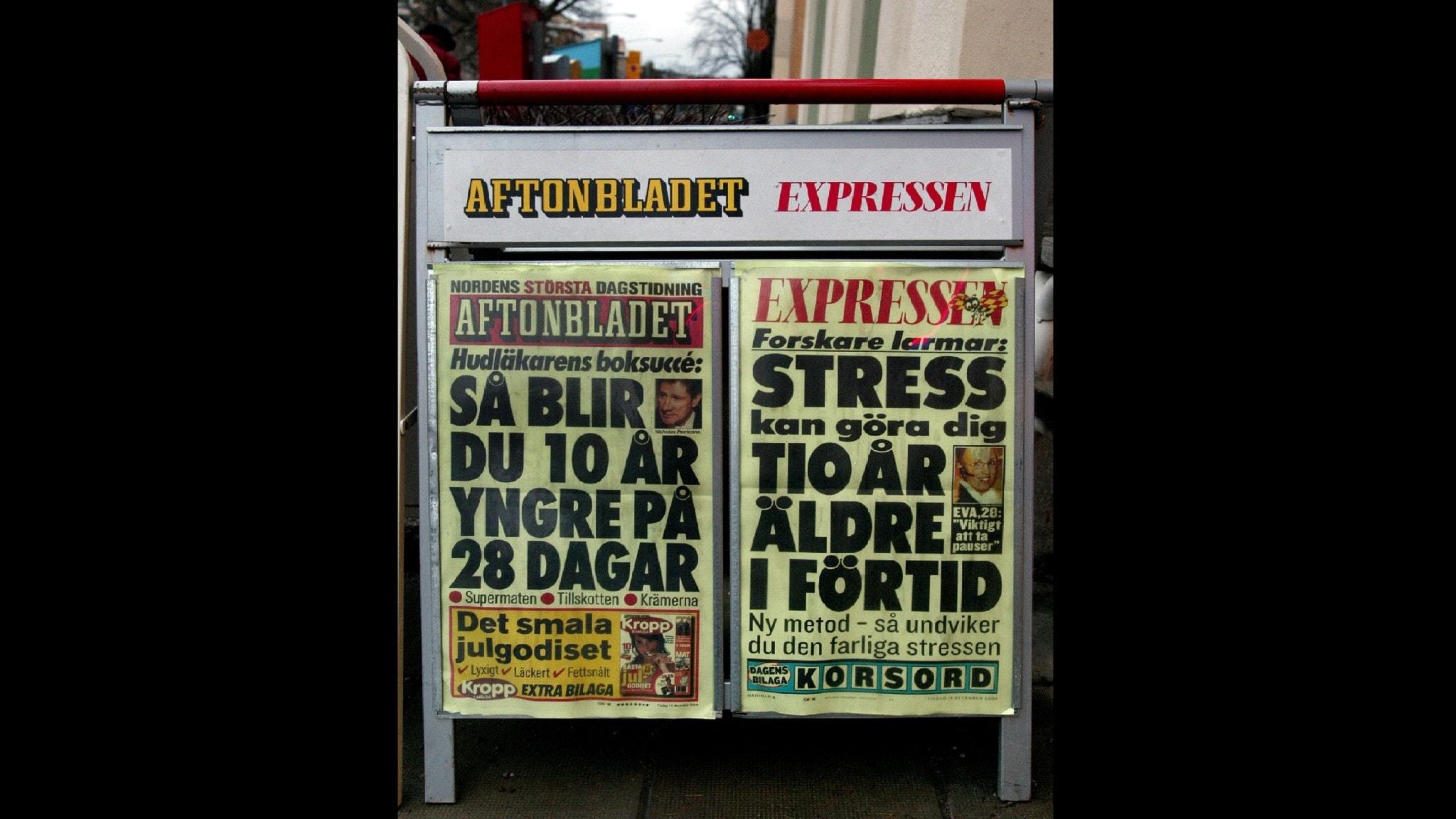 Bilden visar löpsedlar från Expressen och Aftonbladet.