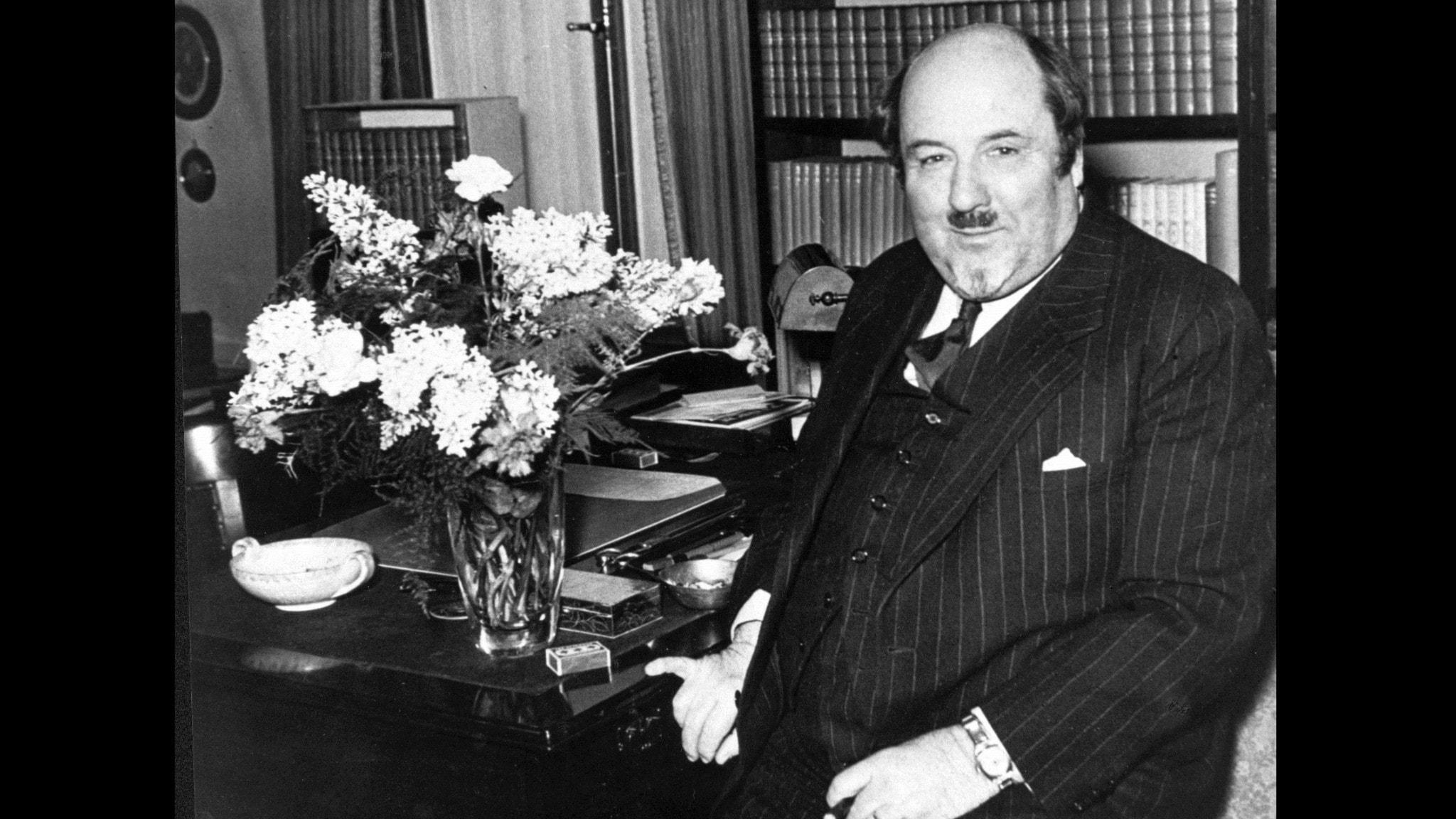 Bilden visar Ludvig Nordström i sitt arbetsrum på 1930-talet.