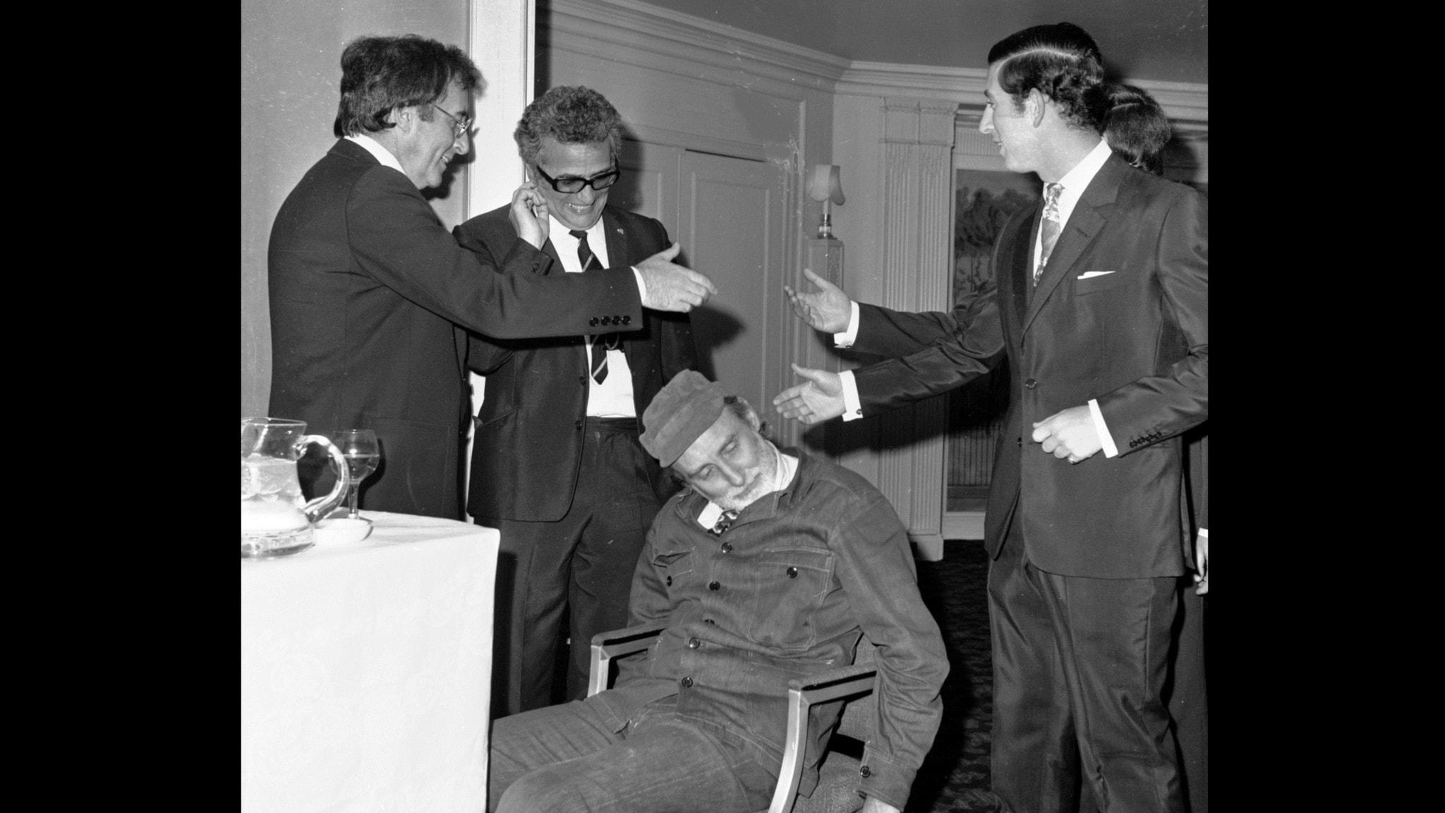 Bilden visar bland andra Peter Sellers, Spike Milligan och Prins Charles.
