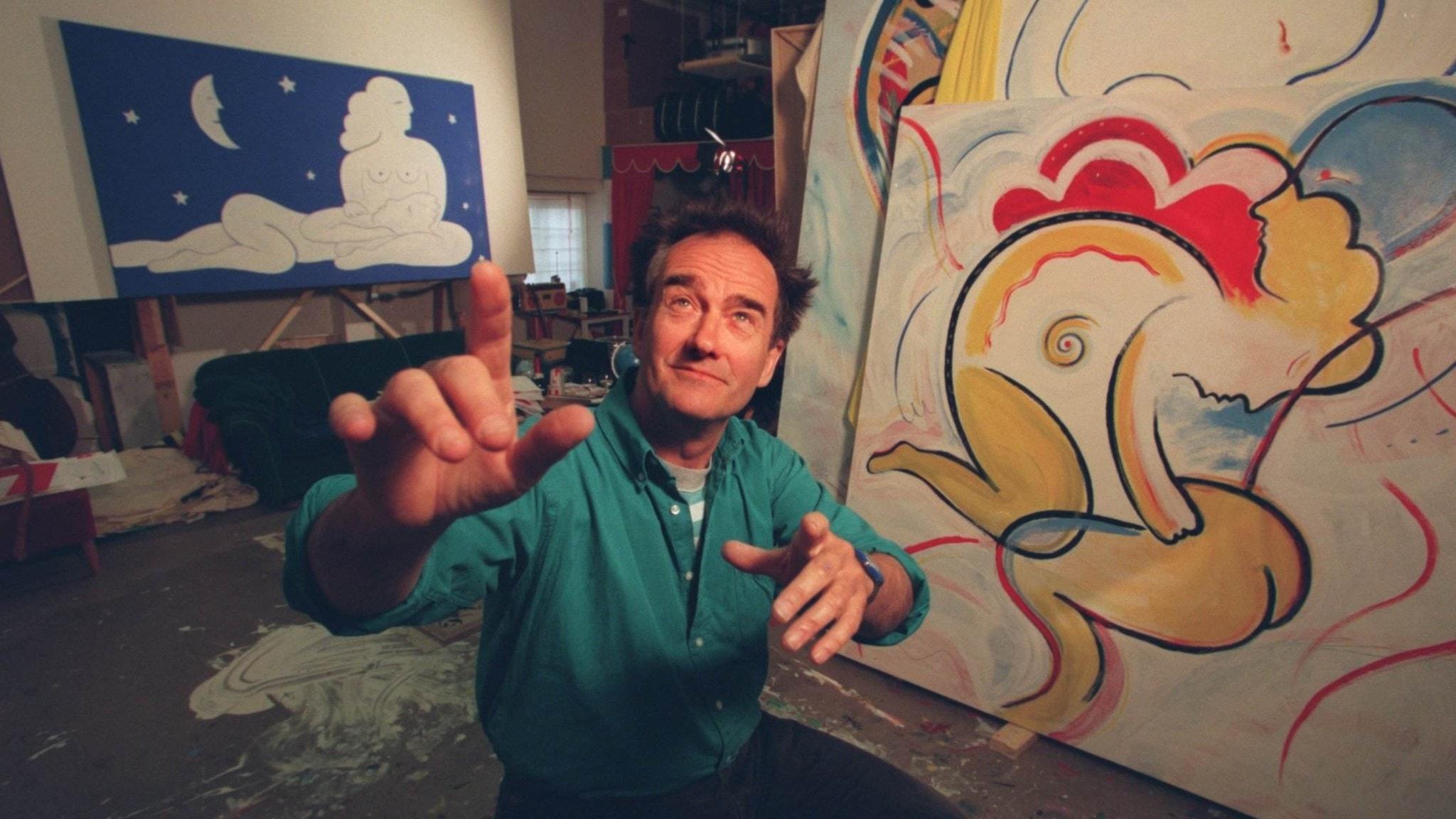 Bilden visar Robert Broberg i sin ateljé.