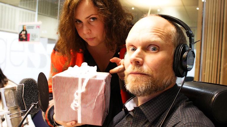 Hanna Hellqvist och Kristian Luuk. Foto: Ronnie Ritterland / Sveriges Radio